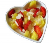 Salát řecký jogurt s jahodami a ananasem Globus